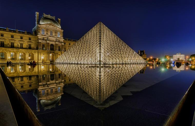 louvre-pyramid-night
